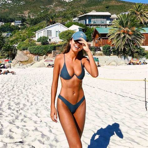 bikini mode fuer sommer   bar bikini liegt im trend