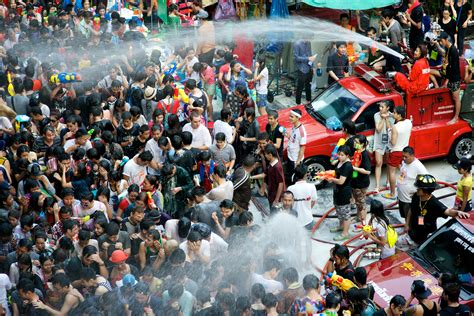 new year 2015 water songkran thai new year water festival travel service