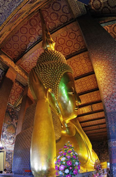 wat pho reclining buddha wat pho simple english wikipedia the free encyclopedia
