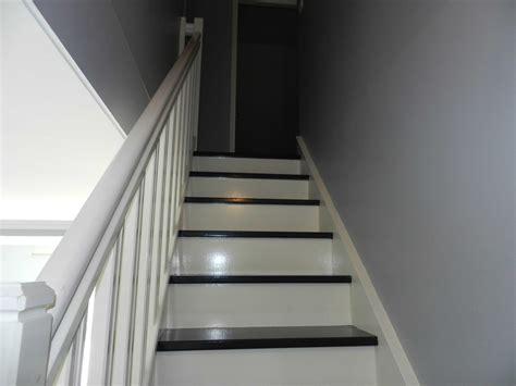 Escalier Peint En Gris by Escaliers Peints En Gris Avec Escalier Bois Blanc Et