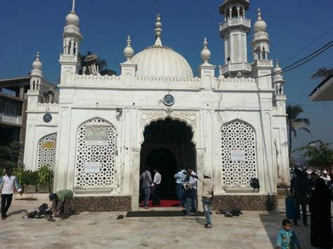 haji ali mosque at low tide picture of haji ali mosque