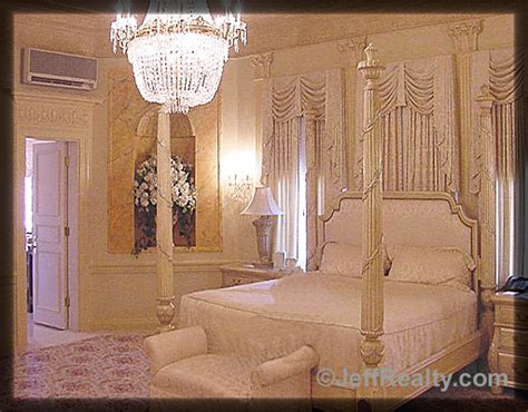 trumps bedroom luxury mansions celebrity homes donald trump palm beach