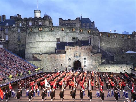 tattoo at edinburgh castle edinburgh military tattoo 2018 dates map