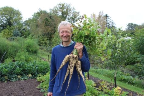 charles dowding s veg journal expert no dig advice month by month books no dig for healthy abundance and less weeds with charles