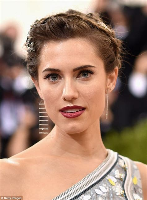 Williams Looks Wow by Allison Williams Stun At The Met Gala As She And Husband