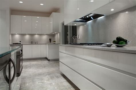 Bathroom Updates Ideas gas cooktop in quartz counter and matching quartz
