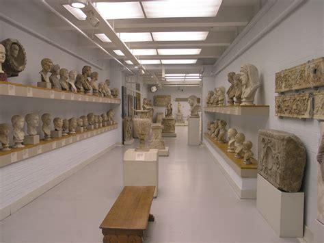 museum room file museum room 85 portrait sculpture jpg wikimedia commons