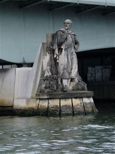 bateau mouche le zouave paris le zouave du pont de l alma photo de la seine