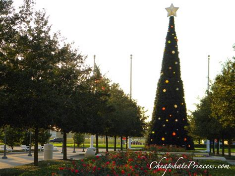 fun facts about disney world christmas decorations