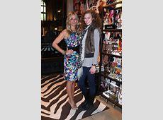 Molly Sims & Karlie Kloss Kick It In New York (PHOTO ... Grayce