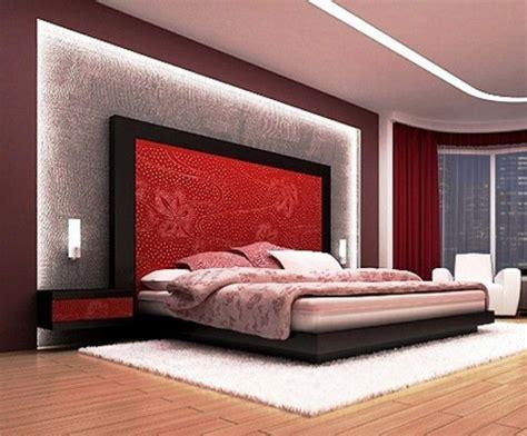 gestaltung schlafzimmer ideen hoher kopfteil des bettes graue textil gestaltung im