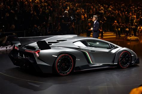 Lamborghini Venon by Lamborghini Spits Fiery Venom With The Veneno Car And Bike