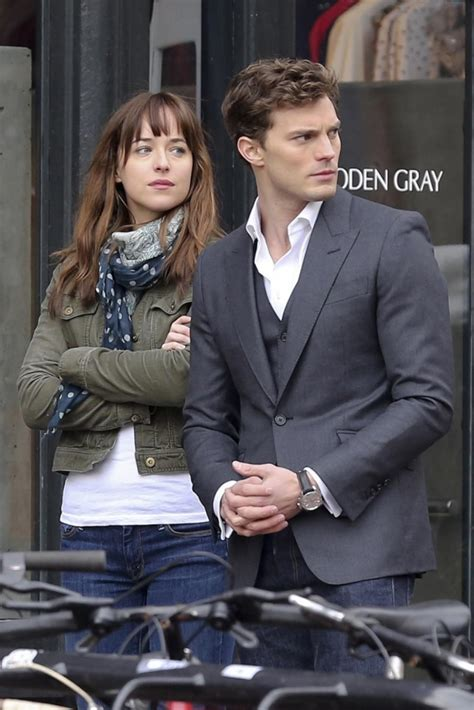 film fifty shades of grey complet gratuit fifty shades of grey first film poster released ny