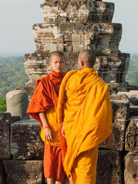 phnom bakheng hill temple angkor cambodia sonya