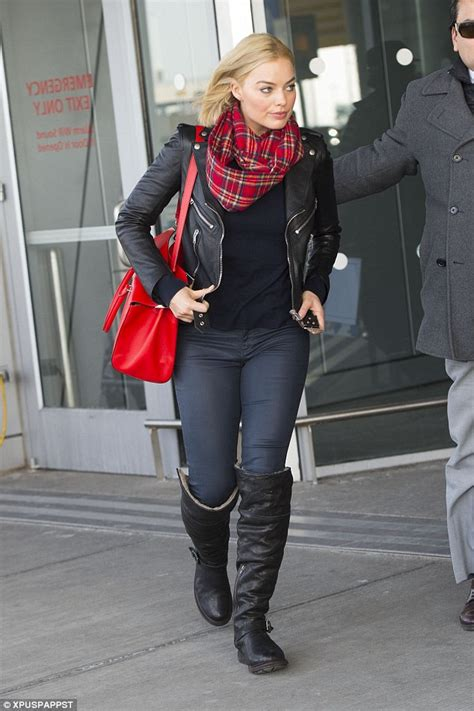 margot robbie in jeans margot robbie shows off her curves in tight jeans as she