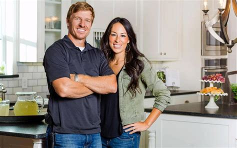 chip and joanna gaines announce fixer upper premiere party fixer upper is ending after season 5 reality blurred