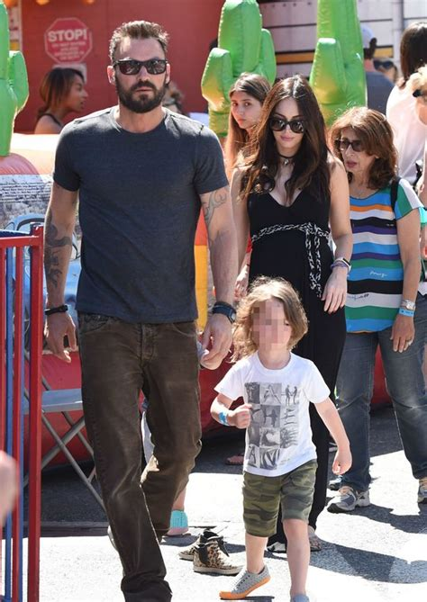 Relaxed Khaki pregnant megan fox shows off baby bump on day out with