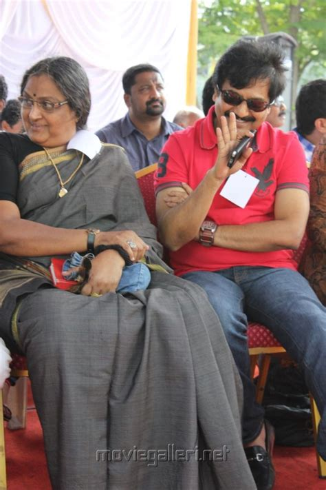 tamil actor vivek religion vivek and vadivukarasi at tamil film industry strike