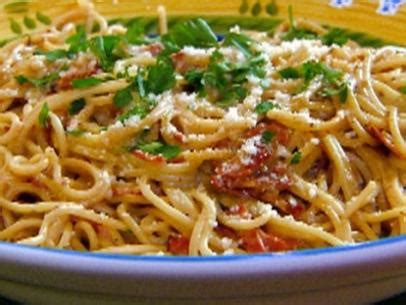 basic pasta sauces to know food network fall weeknight simple spaghetti with tomato sauce recipe food network
