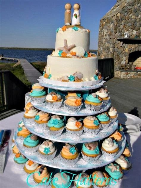 way to do cupcakes and your cake wedding cakes and cupcakes wedding