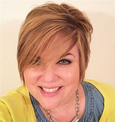 short hair for round faces in their 40s 50 cute looks with short hairstyles for round faces