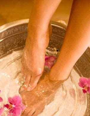 Detox Pedicure At Home by What S A Detox Foot Bath For Alternative Medicine
