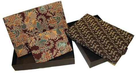 Kertas Kado Batik Matahari Bungkus Kado Kemasan Batik produk jasa dari lealta lealtadesign