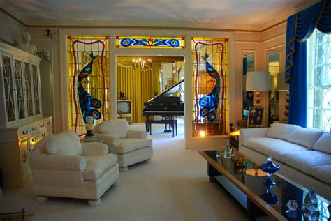 elvis room mansion traveling in our fabulous world graceland purple roofs travel purple roofs
