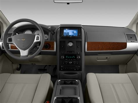 country towns 2008 chrysler town country reviews and rating motor trend