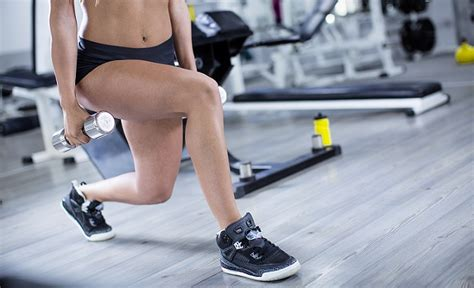 Best exercise shoes for women with knee pain