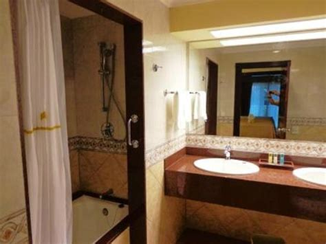 bathrooms com reviews riu palace riviera maya bathroom picture of hotel riu