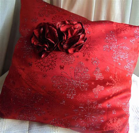 cuscino rosso cuscino rosso e argento con fiori per la casa e per te