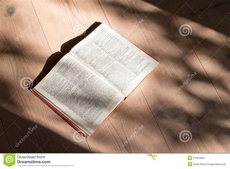 libro lying book on floor stock images image 21591864