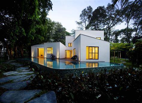 Modern Glass House tierra design