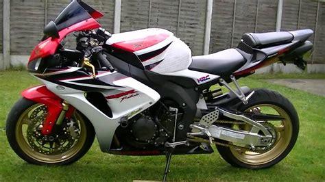 Suzuki Cbr 1000 Honda Cbr 1000 Vs Suzuki Gsxr 1000 Autos Post