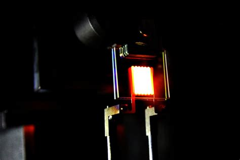 fluorescent heat l bulbs a nanophotonic comeback for incandescent bulbs mit news