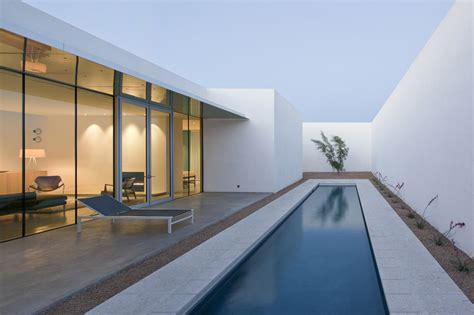 minimalist house in barrio historico idesignarch