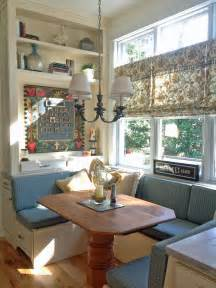 attractive Breakfast Nooks For Small Kitchens #1: original_Gina-Fitzsimmons-kitchen-pedestal-table.jpg.rend.hgtvcom.1280.1707.jpeg