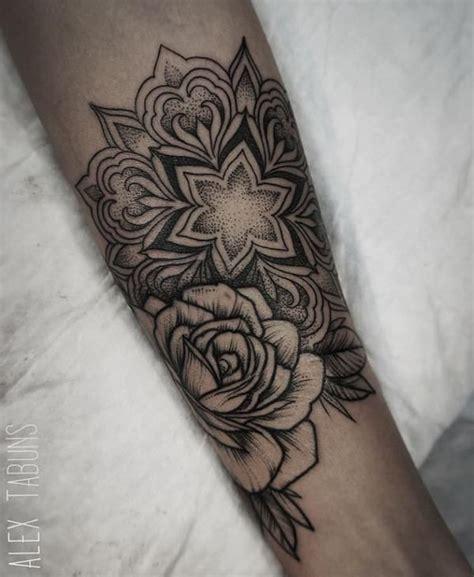 tattoo mandala ventre best 25 tatouage mandala femme ideas only on pinterest