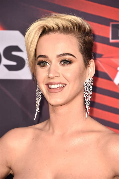 katy perry short side part short hairstyles lookbook