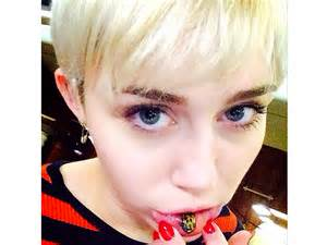 miley cyrus shows off new lip tattoo miley cyrus