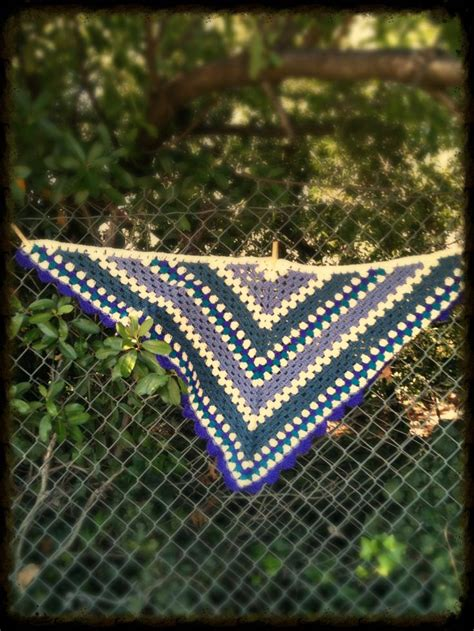 triangle pattern weights granny triangle shawl with scalloped edges in worsted