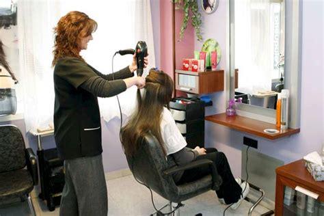 gerarda en la peluquera corte de pelo gratis para los parados 20minutos es