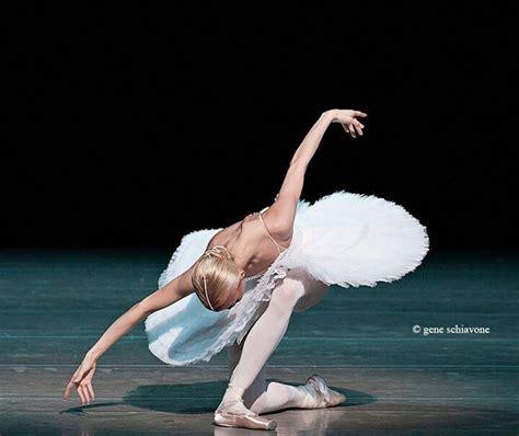 ballerina bow the ballerina receiving applause