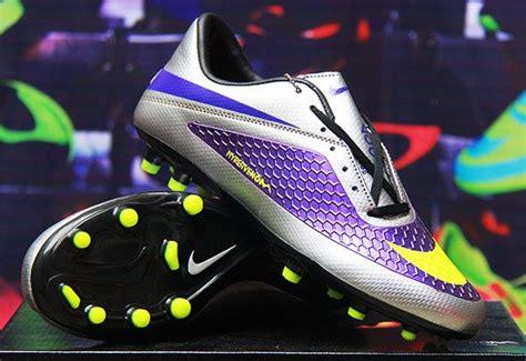 Sepatu Bola Nike Warna Kuning detail produk sepatu bola merek nike hypervenom metalik silver kw warna biru silver
