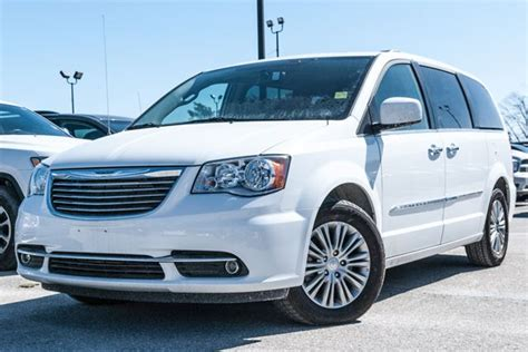 Chrysler Town And Country Dvd by 2016 Chrysler Town And Country Touring L With Nav Dvd
