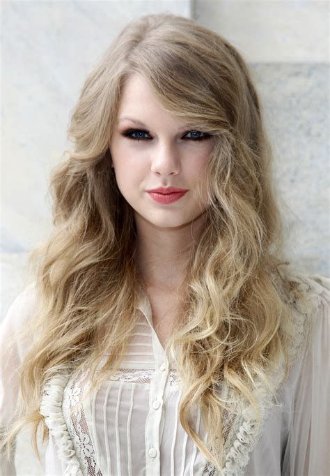 taylor swift hair taylor swift s hair has really transformed over the years