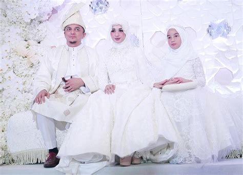 Pepatah Melayu Baju Putih selain dress code putih tamu emran bisa pakai batik atau baju melayu okezone lifestyle