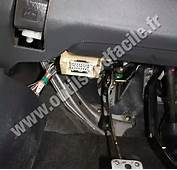 OBD2 Connector Location In Toyota Yaris 1999  2005 Outils OBD