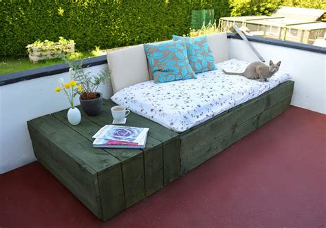 make your own daybed diy pallet project patio pallet daybed 99 pallets